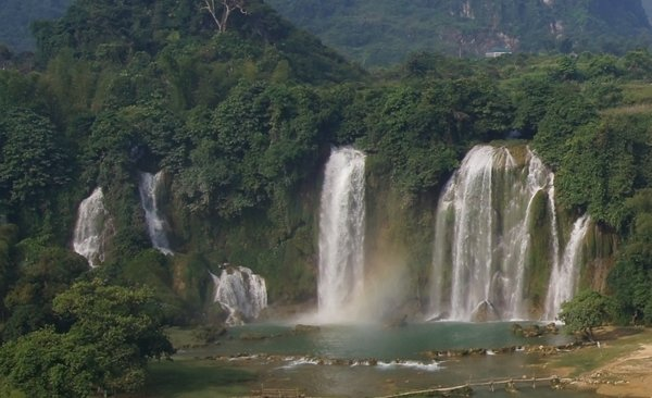 Detian Waterfalls and Sugarloaves in Mingshi