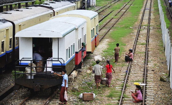 Bagan to Inle by Rail and Road
