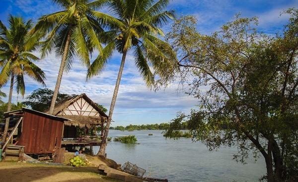 Wat Phou Cruise Upstream