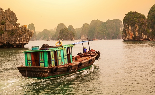 Tour Highlights for Overnight Boat Cruise on Halong Bay