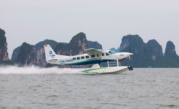 Seaplane and Yacht Journey on Halong Bay