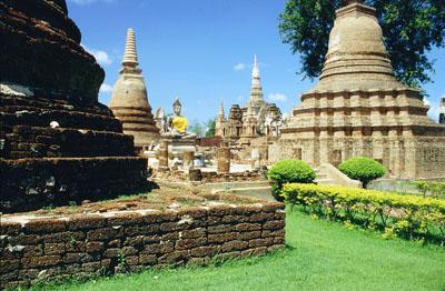 th-sukhothai-stupas