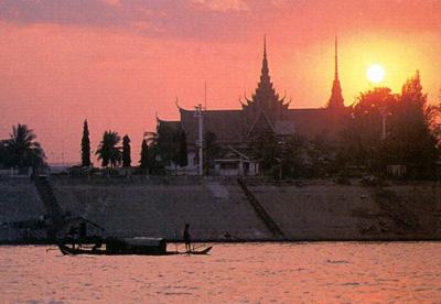 sunset-on-mekong