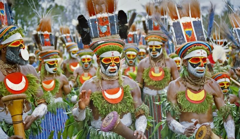 Indonesia-GOROKA-PAPUA-NEW-GUINEA-People-TribalPeople-Shutterstock_175827320