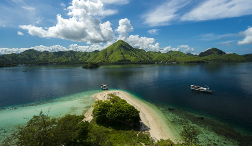 LEISURELY CRUISING KOMODO