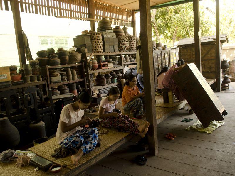 Photo of Painting lacquerware in Bagan, myanmar